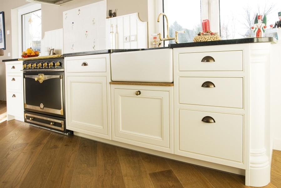 fotogalerie rustikale landhausk che im englischen stil. Black Bedroom Furniture Sets. Home Design Ideas
